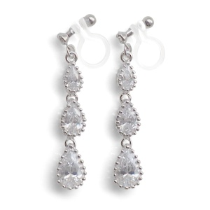 "<img src=""comfortable-bridal-weddding-dangle-chandelier-cz-cubic-zirconia-crystal-invisible-clip-on-earrings-miyabigrace2.jpg"" alt=""pierced look and comfortable Comfortable and pierced look bridal wedding dangle silver teardrop chandelier cubic zirconia cz crystal invisible clip on earrings bridal jewelry by MiyabiGrace 夾耳環 ノンホールピアス 夾式耳環""/>"