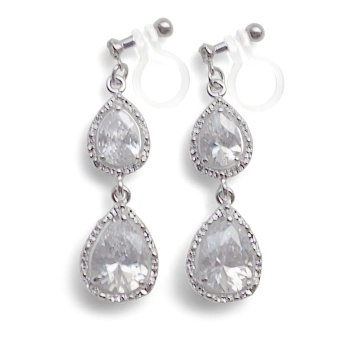"<img src=""comfortable-bridal-wedding-silver-chandelier-cz-cubic-zirconia-crystal-invisible-clip-on-earrings-miyabigrace2.jpg"" alt=""pierced look and comfortable Comfortable pierced look bridal wedding dangle chandelier silver cz cubic zirconia crystal invisible clip on earrings By MiyabiGrace by MiyabiGrace 夾耳環 ノンホールピアス""/>"
