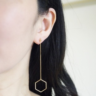 "<img src=""comfortable-pierced-look-dangle-hexagon-long-chain-gold-hoop-invisible-clip-on-earrings-miyabigra"" alt=""pierced look and comfortable Comfortable and pierced look dangle long gold threader hexagon hoop invisible clip on earrings bridal jewelry by MiyabiGrace 耳環夾 ノンホールピアス 夾式耳環""/>"