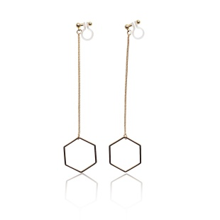 "<img src=""comfortable-pierced-look-dangle-hexagon-long-chain-gold-hoop-invisible-clip-on-earrings-miyabigrac"" alt=""pierced look and comfortable Comfortable and pierced look dangle long gold threader hexagon hoop invisible clip on earrings bridal jewelry by MiyabiGrace 耳環夾 ノンホールピアス 夾式耳環""/>"