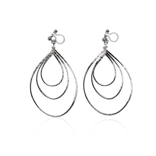 "<img src=""comfortable-pierced-look-dangle-three-silver-oval-teardrop-hoop-invisible-clip-on-earrings-miyabigra"" alt=""pierced look and comfortable Comfortable and pierced look dangle silver rotatable three teardrop invisible clip on earrings bridal jewelry by MiyabiGrace 耳環夾 ノンホールピアス 夾式耳環""/>"
