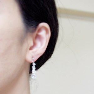 """<img src=""""dangle-gradated-cz-cubic-zirconia-crystal-wedding-invisible-clip-on-earrings20.jpg"""" alt=""""pierced look and comfortable Pierced look and comfortable dangle wedding bridal cubic zirconia gradated crystal invisible clip on earrings 耳環夾ノンホールピアス イヤリング""""/>"""