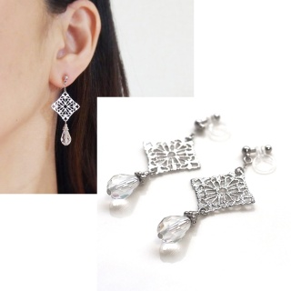 "<img src=""dangle-silver-filigree-teardrop-swarovski-crystal-invisible-clip-on-earrings-non-pierced-earrings1.jpg"" alt=""pierced look and comfortable Pierced look and comfortable dangle wedding bridal cubic zirconia teardrop swarovski crystal invisible clip on earrings 耳環夾 ノンホールピアス イヤリング""/>"
