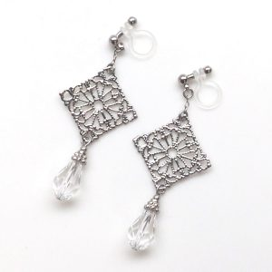 "<img src=""dangle-silver-filigree-teardrop-swarovski-crystal-invisible-clip-on-earrings-non-pierced-earrings2-e1477656441427.jpg"" alt=""pierced look and comfortable Pierced look and comfortable dangle wedding bridal cubic zirconia teardrop swarovski crystal invisible clip on earrings 耳環夾ノンホールピアス イヤリング""/>"