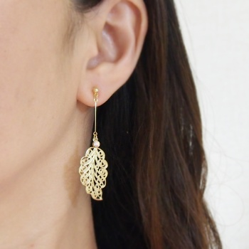 Gold mesh leaf motif invisible clip on earrings9
