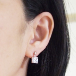 """<img src=""""wedding-square-cz-crystal-cubic-zirconia-invisible-clip-on-earrings.jpg"""" alt=""""pierced look and comfortable Pierced look and comfortable dangle wedding bridal cubic zirconia square crystal invisible clip on earrings 耳環夾ノンホールピアス イヤリング""""/>"""