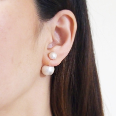 Double White Cotton Pearl Invisible Clip On Earrings_MiyabiGrace