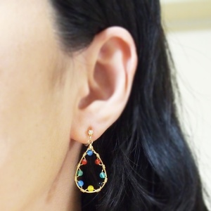 "<img src=""comfortable-pierced-look-multicolor-agate-gold-dangle-invisible-clip-on-hoop-earrings4.jpg"" alt=""pierced look and comfortable Pierced look and comfortable dangle hoop natural gemstone agate invisible clip on earrings 耳環夾 ノンホールピアス イヤリング""/>"