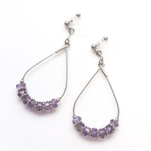 "<img src=""dangle-light-purple-amethyst-oval-hoop-invisible-clip-on-earrings-3-e1477730606597.jpg"" alt=""pierced look and comfortable Pierced look and comfortable dangle natural gemstone purple amethyst invisible clip on earrings 耳環夾ノンホールピアス イヤリング""/>"