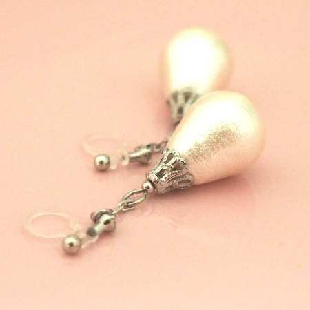 Dangle teardrop cotton pearl invisible clip on earrings_bridal pearl clip earrings3