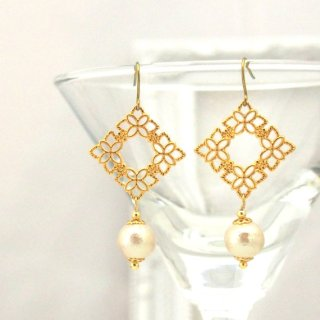 Hypoallergenic earrings Flower motif and cotton pearl titanium earrings3 (1)
