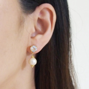 """<img src=""""dangle-moonlight-swarovski-crystal-and-cotton-pearl-invisible-clip-on-earrings.jpg"""" alt=""""pierced look and comfortable Dangle moonlight swarovski crystal and cotton pearl invisible clip on earrings""""/>"""