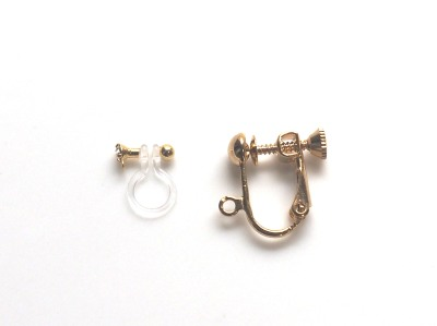 "<img src=""invisible-clip-on-earrings-_-miyabigrace-5.jpg"" alt=""pierced look and comfortable invisible clip on earrings and metal clip on earrings by MiyabiGrace""/>"