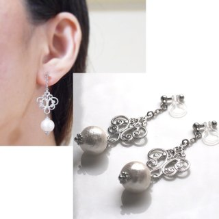 """<img src=""""silver-tone-rococo-style-white-cotton-pearl-invisible-clip-on-earrings-non-pierced-earrings3.jpg"""" alt=""""pierced look and comfortable wedding and bridal silver tone rococo style white cotton pearl invisible clip on earrings non pierced earrings""""/>"""