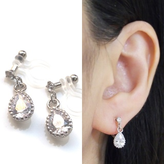 "<img src=""bridal-wedding-dangle-tear-drop-silver-cubic-zirconia-cz-crystal-invisible-clip-on-earrings4.jpg"" alt=""pierced look and comfortable Pierced look and comfortable Wedding Bridal teardrop cubic zirconia crystal invisible clip on earrings 耳環夾 ノンホールピアス""/>"