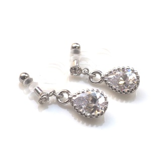 "<img src=""bridal-wedding-dangle-tear-drop-silver-cubic-zirconia-cz-crystal-invisible-clip-on-earrings9.jpg"" alt=""pierced look and comfortable Pierced look and comfortable Wedding Bridal teardrop cubic zirconia crystal invisible clip on earrings 耳環夾 ノンホールピアス""/>"