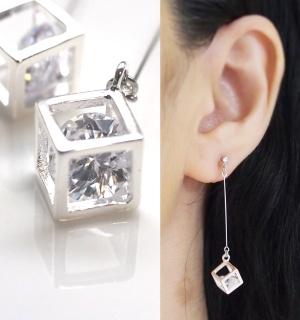 """<img src=""""cz-diamond-cubic-zirconia-dangle-silver-clube-invisible-clip-on-earrings4.jpg"""" alt=""""pierced look and comfortable dangle cubic zirconia and silver tone cube invisible clip on earrings non pierced earrings""""/>"""