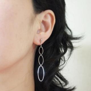 """<img src=""""dangle-gradated-silver-hoop-invisible-clip-on-earrings-non-pierced-earrings.jpg"""" alt=""""pierced look and comfortable dangle gradated silver hoop invisible clip on earrings non pierced earrings""""/>"""
