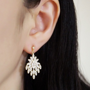"<img src=""comfortable-pierced-look-bridal-wedding-crystal-cz-invisible-clip-on-earrings-miyabigrace9.jpg"" alt=""pierced look and comfortable Comfortable and pierced look bridal wedding dangle gold peacock flower chandelier cubic zirconia cz crystal invisible clip on earrings bridal jewelry by MiyabiGrace 夾耳環 ノンホールピアス 夾式耳環""/>"