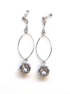 "<img src=""dangle-silver-hoop-and-swarovski-crystal-invisible-clip-on-earrings-non-pierced4.jpg"" alt=""pierced look and comfortable wedding bridal dangle silver hoop and swarovski crystal invisible clip on earrings non pierced non pierced earrings""/>"