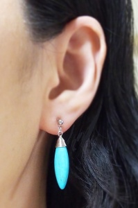 "<img src=""dangle-blue-turquoise-bar-invisible-clip-on-earrings-miyabigrace10.jpg"" alt=""Turquoise invisible clip on earrings/>"