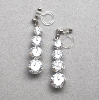 "<img src=""dangle-gradated-cz-cubic-zirconia-crystal-wedding-invisible-clip-on-earrings22.jpg"" alt=""pierced look and comfortable dangle wedding bridal cz crystal cubic zirconia invisible clip on earrings by MiyabiGrace""/>"