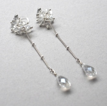 "<img src=""/dangle-long-silver-wedding-drop-crystal-invisible-clip-on-earrings14.jpg"" alt=""beaded crystal and silver chain drop invisible clip on earrings MiyabiGrace""/>"