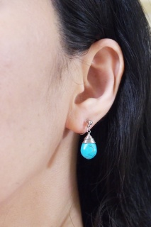 "<img src=""dangle-teardrop-wire-wrapped-pear-silver-turquoise-invisible-clip-on-earrings2.jpg"" alt=""pierced look and comfortable Pierced look and comfortable dangle blue turquoise teardrop gemstone invisible clip on earringss 耳環夾 ノンホールピアス""/>"
