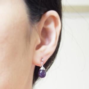 "<img src=""teardrop-purple-amethyst-gemstone-invisible-clip-on-earrings-miyabigrace.jpg"" alt=""pierced look and comfortable Pierced look and comfortable dangle teardrop natural gemstone purple amethyst invisible clip on earrings 耳環夾ノンホールピアス イヤリング""/>"