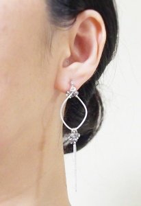 "<img src=""dangle-silver-hoop-with-beaded-black-crystal-and-chain-invisible-clip-on-earrings15.jpg"" alt=""pierced look and comfortable dangle Metallic black beads and silver hoop invisible clip on earrings non pierced earrings""/>"