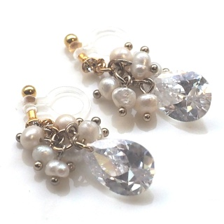 "<img src=""dangle-bridal-wedding-freshwater-pearl-natural-pearl-cubic-zirconia-cz-drop-invisible-clip-on-earrings8.jpg?w=320"" alt=""pierced look and comfortable comfortable pierced look dangle bridal wedding freshwater pearl cubic zirconia crystal invisible clip on earrings 夾耳環 ノンホールピアス""/>"