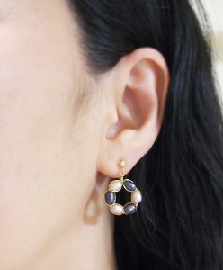 """<img src=""""dangle-pink-and-black-freshwater-pearl-circle-invisible-clip-on-earrings-miyabigrece-e6a8b9e88482e382a4e383a4e383aae383b3e382b0.jpg"""" alt=""""pierced look and comfortable Pierced look and comfortable bridal wedding dangle pink navy freshwater pearl circle invisible clip on earrings 耳環夾ノンホールピアス""""/>"""