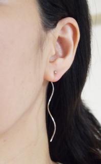 """<img src=""""dangle-wave-silver-non-pierced-earjackets-invisible-clip-on-earrings.jpg"""" alt=""""pierced look and comfortable Pierced look and comfortable Dangle silver wave bar ear jackets invisible clip on earrings 耳環夾イヤリング""""/>"""
