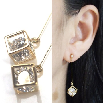 "<img src=""comfortable-pierced-look-dangle-gold-cube-cubic-zirconia-invisible-clip-on-earrings3.jpg"" alt=""pierced look and comfortable Pierced look and comfortable dangle sparkly cubic zirconia invisible clip on earrings 耳環夾 ノンホールピアス イヤリング""/>"