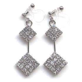 "<img src=""dangle-2-square-rhinestone-crystal-invisible-clip-on-earrings-wedding-clip-earrings4.jpg"" alt=""pierced look and comfortable Pierced look and comfortable dangle two rhinestone crystal invisible clip on earrings 耳環夾 ノンホールピアス イヤリング""/>"