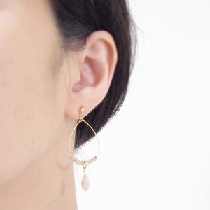 "<img src=""dangle-gold-hoop-pink-crystal-invisible-clip-on-earrings-miyabigrace3.jpg"" alt=""pierced look and comfortable Pierced look and comfortable dangle pink beads hoop invisible clip on earrings 耳環夾 ノンホールピアス イヤリング""/>"