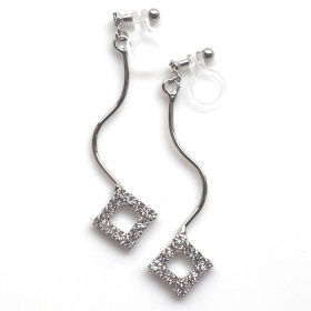 "<img src=""silver-wave-square-rhinestone-invisible-clip-on-earrings-weddings4.jpg"" alt=""pierced look and comfortable Pierced look and comfortable dangle square rhinestone crystal invisible clip on earrings 耳環夾 ノンホールピアス イヤリング""/>"