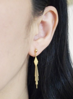 "<img src=""comfortable-pierced-look-dangle-gold-lozenge-bar-invisible-clip-on-earrings8.jpg"" alt=""pierced look and comfortable Pierced look and comfortable dangle gold lozenge invisible clip on earringss 夾耳環 ノンホールピアス""/>"