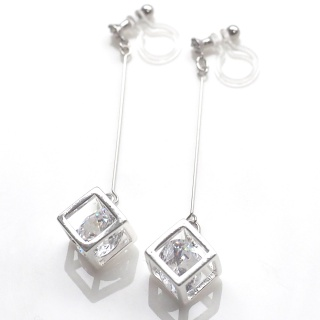 "<img src=""comfortable-pierced-look-dangle-silver-cz-cubic-zirconia-crystal-invisible-clip-on-earrings.jpg"" alt=""pierced look and comfortable Pierced look and comfortable dangle silver cubic zirconia invisible clip on earringss 夾耳環 ノンホールピアス""/>"