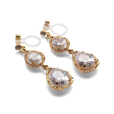 "<img src=""bridal-wedding-comfortable-pierced-look-dangle-gold-double-teardrop-cubic-zirconia-cz-crystal-invisible-clip-on-earrings-miyabigrace-e5a4bee880b3e792b0-e5a4bee5bc8fe880b3e792b02.jpg"" alt=""pierced look and comfortable Comfortable and pierced look bridal wedding dangle gold teardrop chandelier cubic zirconia cz crystal invisible clip on earrings bridal jewelry by MiyabiGrace 耳環夾 ノンホールピアス 夾式耳環""/>"