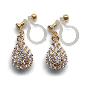"<img src=""bridal-wedding-comfortable-pierced-look-dangle-gold-teardrop-pave-cubic-zirconia-cz-crystal-invisible-clip-on-earrings-miyabigracee5a4bee880b3e792b0-e5a4bee5bc8fe880b3e792b01.jpg"" alt=""pierced look and comfortable Comfortable and pierced look bridal wedding dangle gold teardrop pave cubic zirconia cz crystal invisible clip on earrings bridal jewelry by MiyabiGrace 耳環夾 ノンホールピアス 夾式耳環""/>"