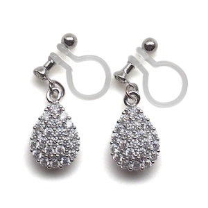 "<img src=""bridal-wedding-pierced-look-comfortable-dangle-silver-teardrop-cubic-zirconia-pave-crystal-cz-invisible-clip-on-earrings-miyabigrace-e5a4bee880b3e792b0-e5a4bee5bc8fe880b3e792b01.jpg"" alt=""pierced look and comfortable Comfortable and pierced look bridal wedding dangle silver teardrop pave cubic zirconia cz crystal invisible clip on earrings bridal jewelry by MiyabiGrace 耳環夾 ノンホールピアス 夾式耳環""/>"