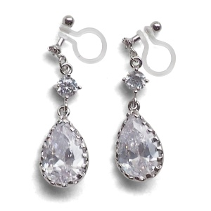 "<img src=""comfortable-pierced-look-bridal-wedding-dangle-silver-teardrop-cubic-zirconia-cz-crystal-invisible-clip-on-earrings-miyabigrace-e5a4bee880b3e792b0-e5a4bee5bc8fe880b3e792b01.jpg"" alt=""pierced look and comfortable Comfortable and pierced look bridal wedding dangle silver teardrop chandelier cubic zirconia cz crystal invisible clip on earrings bridal jewelry by MiyabiGrace 耳環夾 ノンホールピアス 夾式耳環""/>"