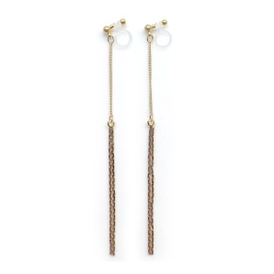 "<img src=""comfortable-pierced-look-dangle-gold-bar-long-chain-threader-minimalist-invisible-clip-on-earrings-miyabigrace2.jpg"" alt=""pierced look and comfortable Comfortable and pierced look dangle long gold metallic threader bar invisible clip on earrings by MiyabiGrace 耳環夾 ノンホールピアス 夾式耳環""/>"