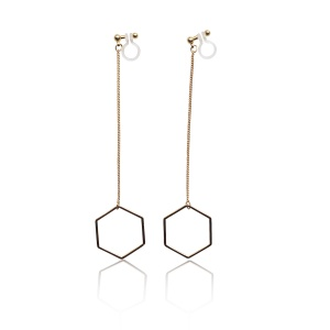 "<img src=""comfortable-pierced-look-dangle-hexagon-long-chain-gold-hoop-invisible-clip-on-earrings-miyabigrace3.jpg"" alt=""pierced look and comfortable Comfortable and pierced look dangle long gold threader hexagon hoop invisible clip on earrings by MiyabiGrace 耳環夾 ノンホールピアス 夾式耳環""/>"