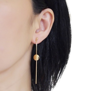 "<img src=""comfortable-pierced-look-dangle-long-threader-bar-gold-coin-minimal-invisible-clip-on-earrings-miyabigrace-e5a4bee880b3e792b0-e5a4bee5bc8fe880b3e792b0-e382a4e383a4e383aa.jpg"" alt=""pierced look and comfortable Comfortable and pierced look dangle long gold threader round coin invisible clip on earrings by MiyabiGrace 耳環夾 ノンホールピアス 夾式耳環""/>"