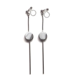 "<img src=""comfortable-pierced-look-dangle-long-threader-bar-silver-coin-minimal-invisible-clip-on-earrings-miyabigrace-e5a4bee880b3e792b0-e5a4bee5bc8fe880b3e792b0-e382a4e383a4.jpg"" alt=""pierced look and comfortable Comfortable and pierced look dangle long silver threader coin invisible clip on earrings by MiyabiGrace 耳環夾 ノンホールピアス 夾式耳環""/>"