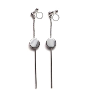 "<img src=""comfortable-pierced-look-dangle-long-threader-bar-silver-coin-minimal-invisible-clip-on-earrings-miyabigrace-e5a4bee880b3e792b0-e5a4bee5bc8fe880b3e792b0-e382a4e383a4.jpg"" alt=""pierced look and comfortable Comfortable and pierced look dangle long silver threader round coin invisible clip on earrings by MiyabiGrace 耳環夾 ノンホールピアス 夾式耳環""/>"