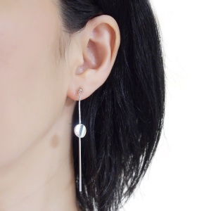 "<img src=""comfortable-pierced-look-dangle-long-threader-bar-silver-coin-minimal-invisible-clip-on-earrings-miyabigrace-e5a4bee880b3e792b0-e5a4bee5bc8fe880b3e792b0-e382a4e383a41.jpg"" alt=""pierced look and comfortable Comfortable and pierced look dangle long silver threader round coin invisible clip on earrings by MiyabiGrace 耳環夾 ノンホールピアス 夾式耳環""/>"