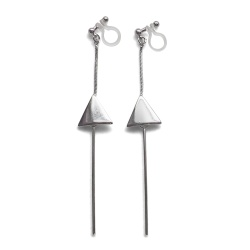 "<img src=""comfortable-pierced-look-dangle-long-threader-bar-silver-triangle-minimal-invisible-clip-on-earrings-miyabigrace-e5a4bee880b3e792b0-e5a4bee5bc8fe880b3e792b0-e382a4e383a4.jpg"" alt=""pierced look and comfortable Comfortable and pierced look dangle long silver threader triangle invisible clip on earrings by MiyabiGrace 耳環夾 ノンホールピアス 夾式耳環""/>"